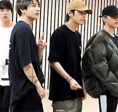 V Taehyung, Foto Jungkook, Foto Bts, Bts Photo, Taekook, J Hope Dance, Bts Vmin, Bts Maknae Line, Bts Lockscreen