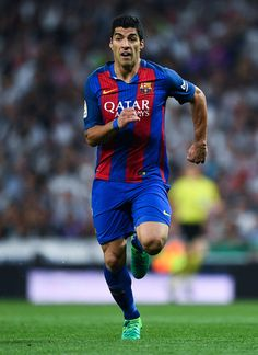 Luis Suarez of FC Barcelona runs with the ball during the La Liga match between Real Madrid CF and FC Barcelona at the Santiago Bernabeu stadium on April 23, 2017 in Madrid, Spain.