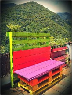 Amazing Outdoor Pallet Bench / Banc De Palets To build this bench, Ive used an old door and few pallet planks. Com aprofitar una porta i uns palets per tal de fer un banc dallò més viu. Diy Pallet Furniture, Diy Pallet Projects, Pallet Ideas, Outdoor Projects, Outdoor Decor, Outdoor Pallet, Furniture Ideas, Playhouse Furniture, Pallet Playhouse