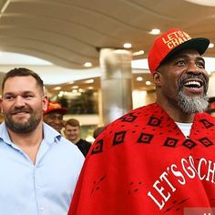 Great reaction from the fans today that come out to watch Shannon Briggs do his media workout at Canary Wharf ahead of his HAYE Day appearance this Saturday .... As always so much love shown and the champ returned the favour by spending lots of time meeting greeting and chatting to his fans!  #hayeday #hayeday2 #hayedaycountdown #letsgochamp by marc_smith