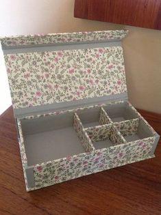10 x 10 cardboard box covered with fabric. Cardboard Paper, Cardboard Furniture, Cardboard Crafts, Diy Paper, Paper Crafts, Diy Gift Box, Diy Box, Diy Gifts, Craft Paper Storage