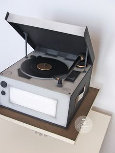 https://flic.kr/p/vMq67f | Record player cake