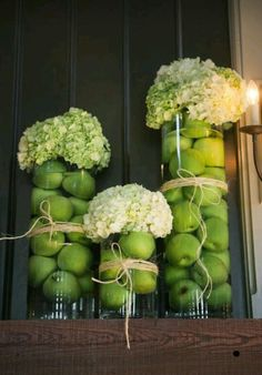 Bellissimo centrotavola con ortensie e mele in una delicata sfumatura verde mela! Beautifull centerpieces with hydrangea & green apple . Dinner Party Decorations, Decoration Table, Dinner Parties, Green Decoration, Flowers Decoration, Deco Floral, Art Floral, Fall Dinner, Dinner Jazz