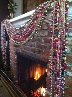 100 Best Christmas mantel decorations that glisten with an aesthetic élan - Hike n Dip Bohemian Christmas, Pink Christmas, Christmas Themes, Christmas Holidays, Christmas Crafts, Xmas, Christmas Bead Garland, Vintage Christmas Party, Antique Christmas Decorations