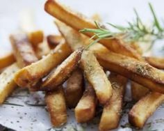 The Big Diabetes Lie-Diet - Frites de courgettes régime au thym et parmesan : www.fourchette-et. Doctors at the International Council for Truth in Medicine are revealing the truth about diabetes that has been suppressed for over 21 years. Potato Recipes, Beef Recipes, Vegan Recipes, High Carb Foods, No Carb Diets, Low Carb, Zucchini Pommes, Turnip Fries, Carb Cycling Diet