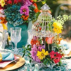 What a beautiful idea for your table decorations. ⠀ .⠀⠀ .⠀⠀ .⠀⠀ .⠀⠀ .⠀⠀ .⠀⠀ #vintagewedding #bohobride #rainbow #weddinginspiration #weddingdecor #alternativebride #alternativewedding #colour #bridestyle #bridalwear #bridestory #bohostyle #bohofashion #vintagebride #vintageinspired #vintagedress #instamood #colourwedding  #weddingdress #weddingtime #weddingfashion #tropicalwedding  #weddingdecorations #picoftheday  #sayyestothedress #rocknrollbride #rockandrollbride #weddingdresses  #ukbride…