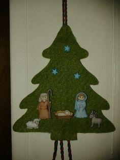 Pesebre. Nativity Crafts, Felt Crafts, Christmas Crafts, Christmas Decorations, Christmas Ornaments, Holiday Decor, Christmas Nativity Scene, Christmas Wood, Free Graphics