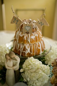 A truly untraditional wedding cake - the bundt cake Taken by Tate Creative Wedding Cakes, Wedding Cake Photos, Wedding Cake Rustic, Rustic Cake, Elegant Wedding Cakes, Cool Wedding Cakes, Alternative Wedding Cakes, Diy Wedding Video, Traditional Wedding Cake