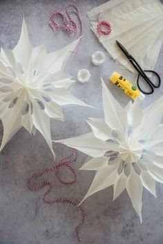DIY Papiersterne aus Butterbrottüten - come-on-in-my-home. Handmade Decorations, Paper Decorations, Handmade Crafts, Diy And Crafts, Christmas Decorations, Paper Crafts, Wooden Christmas Trees, Nordic Christmas, Holiday Crafts For Kids