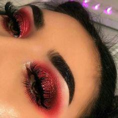Red Glitter Cut Crease l Red Smokey Eyeshadow Erstaunliche Augen Make-up Designs von Tal Peleg Glam Makeup, Red Eye Makeup, Makeup Eye Looks, Cute Makeup, Pretty Makeup, Skin Makeup, Makeup Inspo, Beauty Makeup, Makeup Ideas