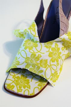 Decoupage your shoes. My mom decoupaged boxes. She even used napkins for a hatbox one time. Super easy and it lasts. Decoupage Shoes, Decoupage Ideas, Diy Fashion, Fashion Shoes, Fashion Jewelry, Mod Podge Fabric, Shoe Makeover, Shoe Refashion, Old Shoes