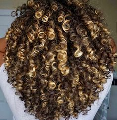 90 easy hairstyles for naturally curly hair - Hairstyles Trends Highlights Curly Hair, Ombre Curly Hair, Colored Curly Hair, Curly Hair Care, Kinky Hair, Ombre Hair Color, Curly Hair Styles, Natural Hair Styles, Black Highlights