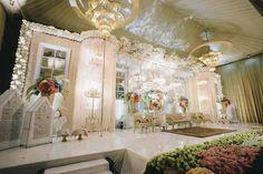Kombinasi Cantik Pernikahan Adat Jawa dan Minang di PUSDAI Bandung - BEE_9564 (800x533) Wedding Stage Decorations, Flower Decorations, Table Decorations, Indonesian Wedding, Wedding Inspiration, Wedding Ideas, Indoor Wedding, Stage Design, Draping