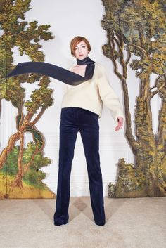 See the complete Martin Grant Fall 2017 Ready-to-Wear collection.