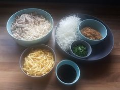 Saoto soep, zelf maken. Een familie recept. Comfortfood Coconut Flakes, Soup Recipes, Spices, Food, Life, Easy Meals, Spice, Meals, Yemek