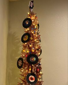 Vintage Man Cave Ideas, Vintage Men, Vinyl Record Storage, Beer Taps, Christmas Tree Themes, Rose Gold, Decor, Decoration, Classy Men
