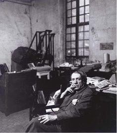Picasso dans son studio rue des Grands Augustins, ca 1936, Peter Rose Pulham. (1910 - 1956)