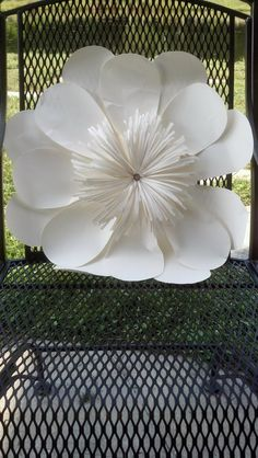 Wedding Flowers, Large Giant Paper Flower For Wedding Bouquet Centerpiece: 25 ideas of flowers for weddings Giant Paper Flowers, Diy Flowers, Fabric Flowers, Diy Paper, Paper Art, Paper Crafts, Paper Decorations, Wedding Decorations, Centerpiece Wedding