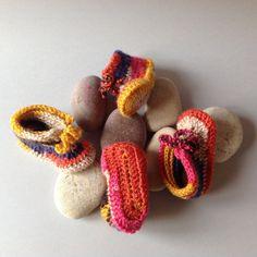 Botetes multicolor fetes a mà per a infants