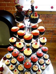 These cupcakes were made for a couple who were having a gothic themed wedding. It was a beautiful gothic wedding with the room decorated in black, white and red tones which fit perfectly within its surroundings at Rufford Abbey Country Park in Nottin