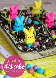 Easter Dirt Cake – Ask Anna Easter Dirt Cake Easter Oreo Dirt Cake – a creamy and delicious Easter dessert filled with oreos, pudding, cool whip, cream cheese, and powdered sugar that everyone will love to decorate and eat! Easter Deserts, Easy Easter Desserts, Easter Snacks, Easter Peeps, Holiday Desserts, Easter Food, Easter Treats, Easter Brunch, Easter Dinner