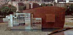 El Palacio de Congresos y de la Música, iniciado en 1994 y que fue inaugurado en febrero de 1999, representa la consolidación de la actividad musical y de la actividad de congresos que han caracterizado el papel de Bilbao como polo de un intenso turismo comercial y de negocios surgido al amparo de su Feria Internacional, una de las más importantes de España.