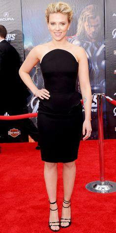 04/12/12: #ScarlettJohansson channeled her inner Black Widow in a fierce, curve-enhancing LBD. #lookoftheday