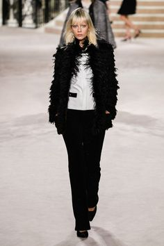 Chanel Pre-Fall 2020 Fashion Show – Beate Hollerbach color&style - Suit Fashion 2020 Fashion Trends, Fashion 2020, Runway Fashion, Fashion Brands, Fashion Beauty, High Fashion Outfits, Suit Fashion, Modest Fashion, Haute Couture Style