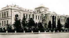 千葉県庁 > 1911年に完成したルネサンス式建築 建物はレンガ造りで地下1階、地上2階建てであった 1962年に現在の建物に建て替えられた 資料が少なく写真も殆ど残っていないため詳しい事は不明 現在千葉県庁に建物の復元ジオラマが展示されている