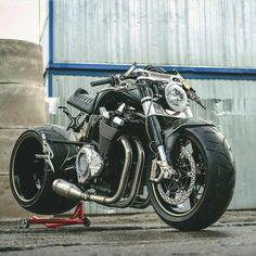 Vmax Cafe Racer, Cafe Racer Bikes, Cafe Racer Motorcycle, Moto Bike, Street Fighter Motorcycle, Futuristic Motorcycle, Custom Street Bikes, Custom Sport Bikes, Vrod Custom