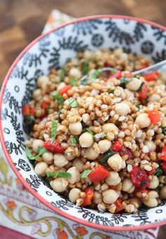I love a good hearty grain salad. This Italian Wheat Berry Salad with roasted red pepper chickpeas & fresh basil hit the spot. Find link to recipe here ---> by aggieskitchen Wheat Berry Recipes, Wheat Berry Salad, Grain Salad, Bean Recipes, Side Dish Recipes, Side Dishes, Salad Dressing Recipes, Salad Recipes, Farro Recipes