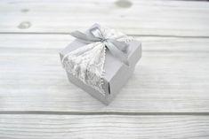 Dobozka fehér csipkével - Tökéletes esküvői meghívók