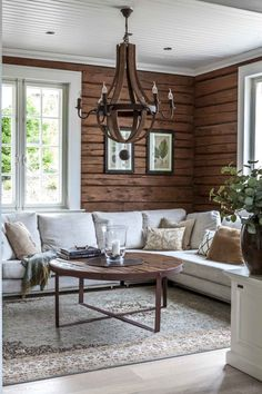 Log home interior - Living Room Color Trends A Touch Of Yellow For Summer – Log home interior Log Home Interiors, Cottage Interiors, Modern Cabin Interior, Interior Design, Modern Cabin Decor, Living Room Designs, Living Spaces, Modern Log Cabins, Rustic Cabins