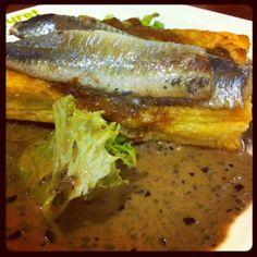 Tarte fine de sardines papillons aux oignons confits et massalé