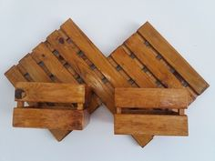 Kit losango 66 x 40 cm, com verniz imbuia, dois cachepots (27 x 16 x 14 cm).