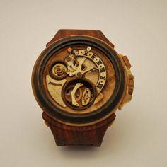 Ručne vyrába hodinky z dreva za 100-tisíc Eur