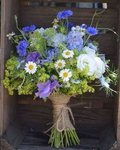 wedding flowers From lavender and daisies to peonies, sunflowers and hydrangea, heres all the wedding flower inspiration you need for your wedding bouquet. Country Wedding Flowers, Summer Wedding Bouquets, Wedding Rustic, Wedding Summer, Wedding Blue, Cornflower Wedding Bouquet, Bridal Bouquets, Rustic Weddings, Bridal Flowers