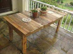 table à manger en palettes de bois