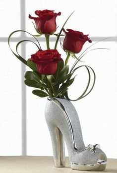 52 Perfect Valentines Floral Arrangements Vase Ideas For Home Decoration - It's easier than most people think to make a beautiful flower arrangement. You can save a lot of money by picking or buying fresh flowers and making y. Deco Floral, Arte Floral, Floral Design, Fresh Flowers, Silk Flowers, Beautiful Flowers, Rosen Arrangements, Floral Arrangements, Flower Arrangement