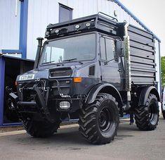 The intercooler is bigger than a Honda engine. 4x4 Trucks, Cool Trucks, Mercedes Black, Mercedes Benz Unimog, Daimler Ag, Mercedez Benz, Heavy Truck, Expedition Vehicle, Jeep Jk