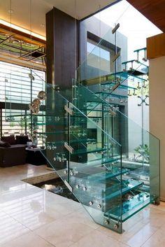 escaliers design et modernes - marches d'escalier en verre et garde-corps en verre pour un design exclusif