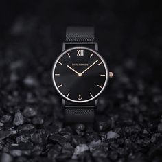 Go dark with PAUL HEWITT!  Inspired by the elegance of the night sky, our new Sailor Line now shines in magical black: The Sailor Line Black Sunray. ⚓️⌚️ Find the new watch on paul-hewitt.com