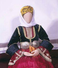 ΕΝΔΥΜΑΣΙΑ ΣΚΙΑΘΟΥ ΦΩΤ.ΛΑΖΑΡΟΣ ΤΣΟΥΚΑΛΑΣ Skiathos, Greeks, Islands, Victorian, Costumes, Traditional, Dresses, Fashion, Dirndl
