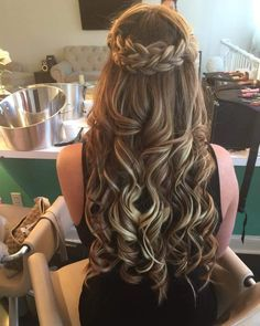 Have you tried home made remedies that claim to stop hair loss, but the results have been disappointing? This is 2019 and we now have a much greater understanding on what causes hair loss and… Quince Hairstyles, Pretty Hairstyles, Braided Hairstyles, Wedding Hairstyles, Hairstyles For Dances, Lazy Hairstyles, Long Haircuts, Bandana Hairstyles, Quinceanera Hairstyles