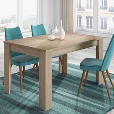 Mesa de comedor en madera natural. Sillas y alfombras en turquesa. Comedores modernos.
