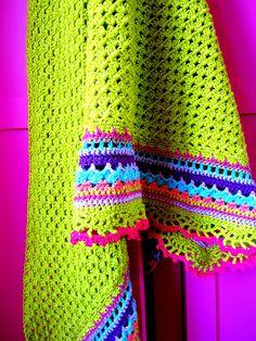 colorful crochet blanket No pattern but love the edging. Poncho Crochet, Crochet Afgans, Love Crochet, Crochet Scarves, Beautiful Crochet, Diy Crochet, Crochet Crafts, Crochet Baby, Crochet Projects