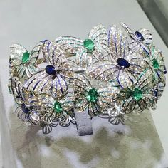 New Italian Art: from Valenza, one of the 'capital cities' of the Italian jewellery, a Butterfly bracelet set with blu #sapphires and #emerald. Founded in 1969, the partners of NEW ITALIAN ART have a family tradition that goes back to the beginning of the last century. With a reputation that goes far beyond the borders of Italy, the firm has always been at the forefront in the creation of high fashion jewellery. ===> photo by @ariannastrega for #voplusmagazine took at @by_couture