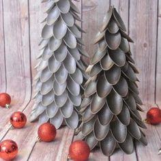 http://www.oneprojectcloser.com/plastic-spoon-christmas-tree/