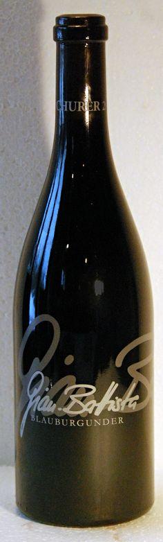 18. Februar 2015 - Gian Battista von Tscharner: Gian Battista 2010, Blauburgunder, Reichenau, Schweiz  - Viele Weine habe ich schon getrunken, viele Geschichten haben mir Weine erzählt, viele Lobeshymnen habe ich gehört und auch selber formuliert. Da steckt ein Stück Routine drin, ein Stück Gelassenheit. Für spontanen Jubel bleibt da wenig Platz, Diese Flasche aber hat mich zum Jubeln gebracht. So kann ein Wein sein, wenn er wirklich gut ist.