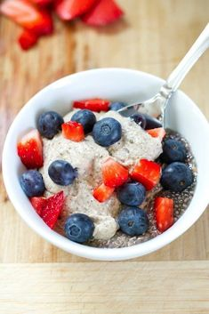 Eating Clean Creamy Breakfast Chia Pudding | This creamy cashew chia pudding recipe combines chia gel with a homemade cashew pudding. The combo is delicious and perfect for a make-ahead breakfast. Gluten Free Recipes For Breakfast, Healthy Breakfast Recipes, Healthy Snacks, Healthy Recipes, Protein Breakfast, Protein Snacks, Healthy Life, Keto Recipes, Healthy Living